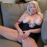 Bust milf fingers her sexy snatch